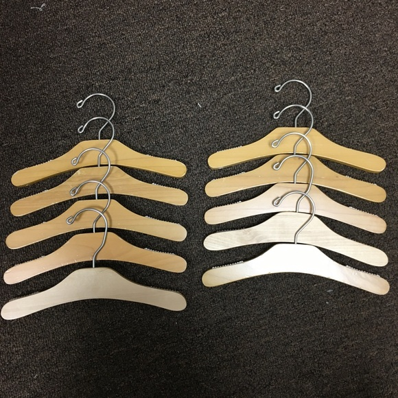 Set 10 Maple Wooden Hangers - Kids/Toddlers/Babies